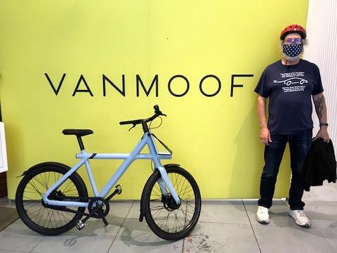 Steve Schaefer and VanMoof bike